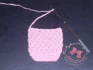 Ползунки на лямочках для новорожденного, связанные крючком