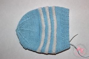 Чепчик для новорожденного малыша из хлопка спицами.