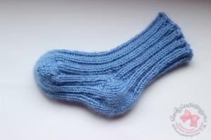 Носочки с пяткой бумеранг для новорожденного спицами . МК .