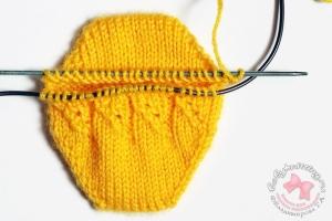 Носочки с пяткой бумеранг для новорожденного спицами