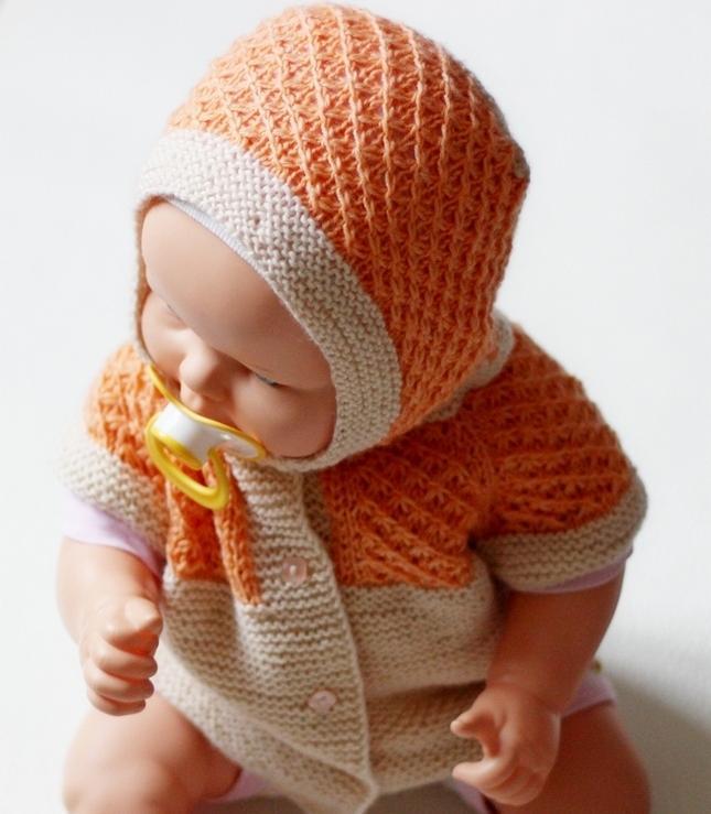 Безрукавка для малыша 3-6 месяцев спицами