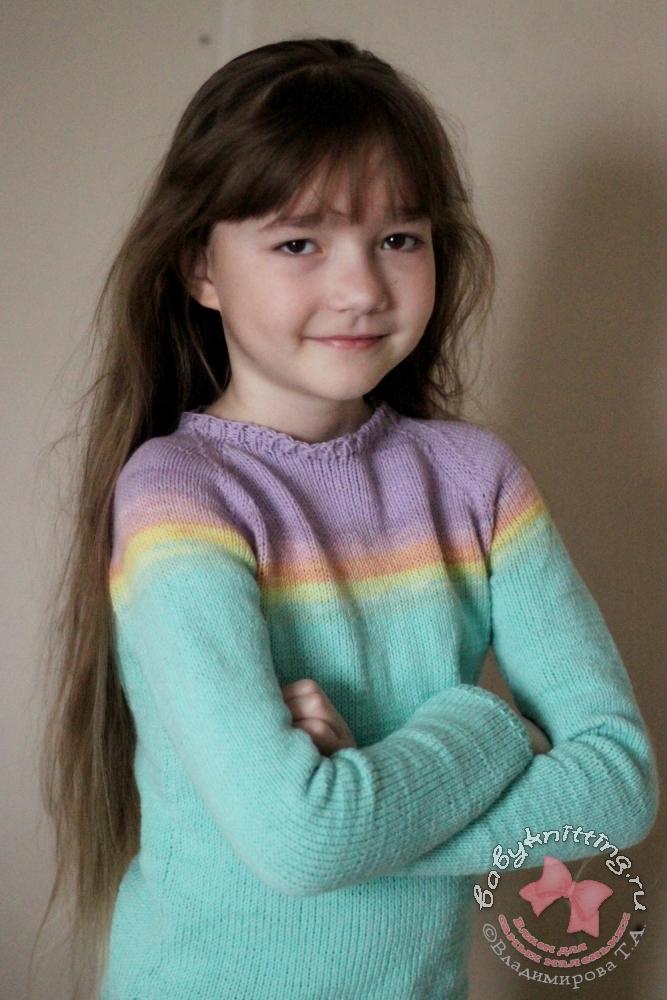 Джемпер спицами для девочки 8 - 9 лет.
