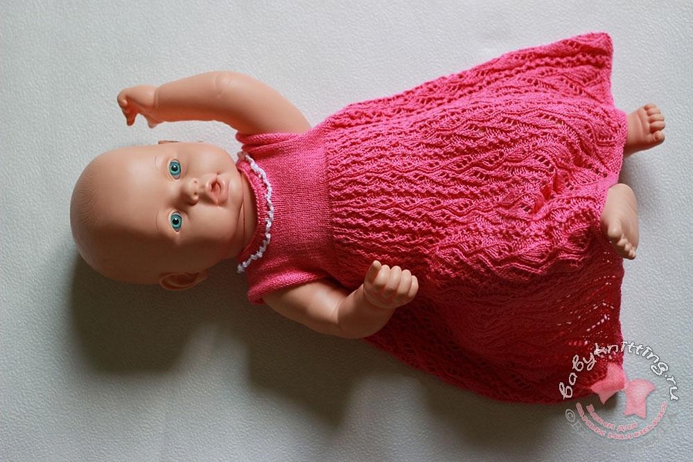 Ажурное-платье-спицами-для-девочки-6-12-месяцев